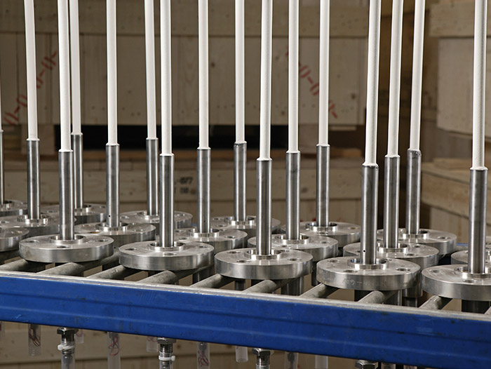 High Temperature Assemblies With Ceramic Thermowells